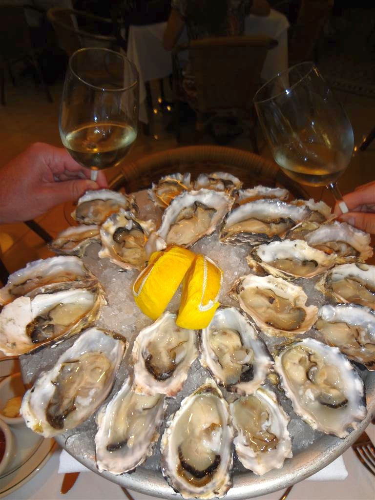 eating oysters - photo #27